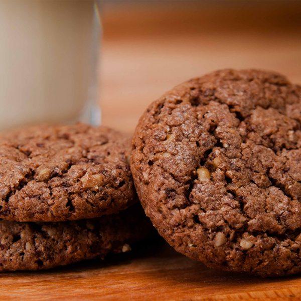 Biscuiți cu ciocolată și nucă